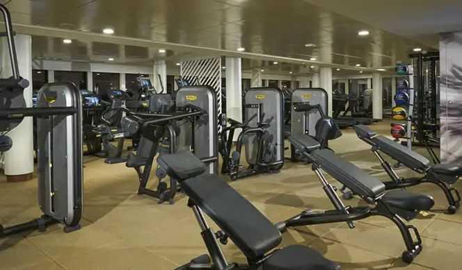 Massage, Sauna, Hammam, Piscine de Thalasso thérapie, Salle de fitness, Coach personnel, Salon de beauté, Coiffeur...