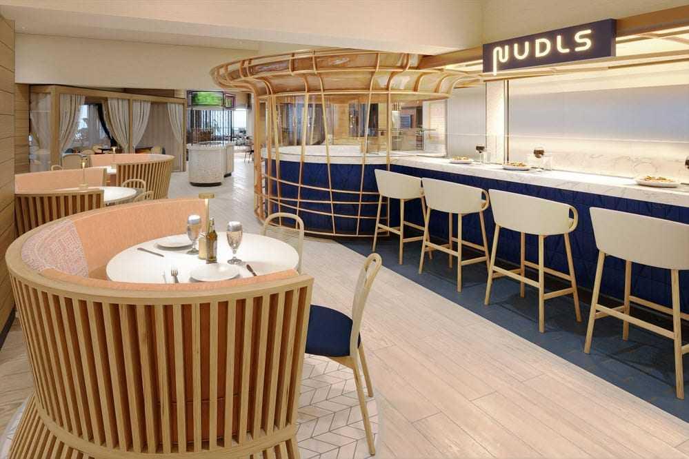 Pour les repas pris à bord, les passagers du Norwegian Prima pourront choisir de se rendre dans l'un des 3 restaurants du navire, ou à l'Indulge Food Hall, qui ne propose pas moins de 11 lieux culinaires.