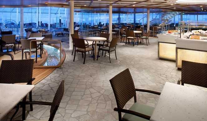 Restaurant principal, Buffet, 14 Restaurants de spécialités (parfois avec suppléments), Œnothèque, 19 Bars , Cafétéria, Brasserie...