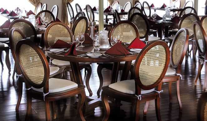 Restaurant principal 1 Bars...