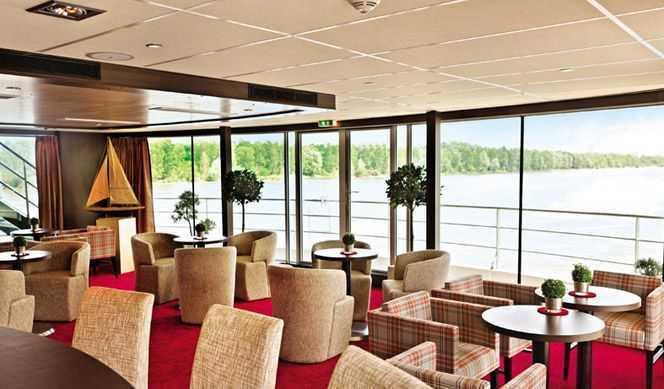 Amadeus Club avec station Internet,  Pont soleil avec Lido Bar, chaises longues, Golf-Putting-Green, jeu d'échecs et jeu de palet, Salle de sport, Salon de coiffure, Salle de massage...